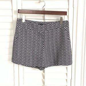 NEW Ann Taylor Sz 0 Navy & White Zigzag Shorts